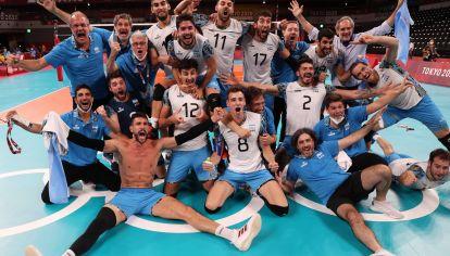 HISTÓRICO. Argentina, en el podio del vóley masculino tras 33 años. Le ganó a Brasil, 1o del ranking mundial.