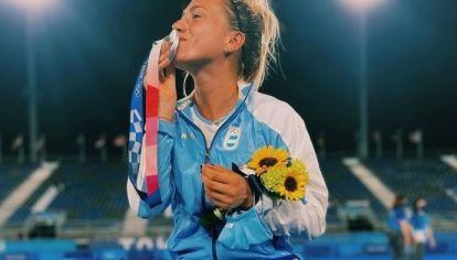 Cachorra de plata. Julieta Jankunas, la cordobesa que logró el segund puesto olímpico con Las Leonas del hockey.
