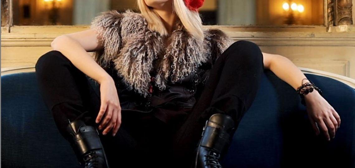 Borcegos y pantalón negro: la inspiración de John Galliano que podés recrear