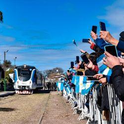 El viaje inaugural se desarrolló partiendo desde La Calera hacia Valle Hermoso, el servicio contará con cuatro trenes diarios de lunes a viernes y el pasaje costará 19 pesos