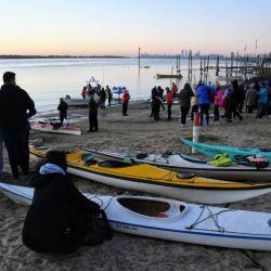 Un grupo de 150 kayakistas salió desde Rosario para navegar durante una semana por el Paraná y llegar al Congreso de la Nación.