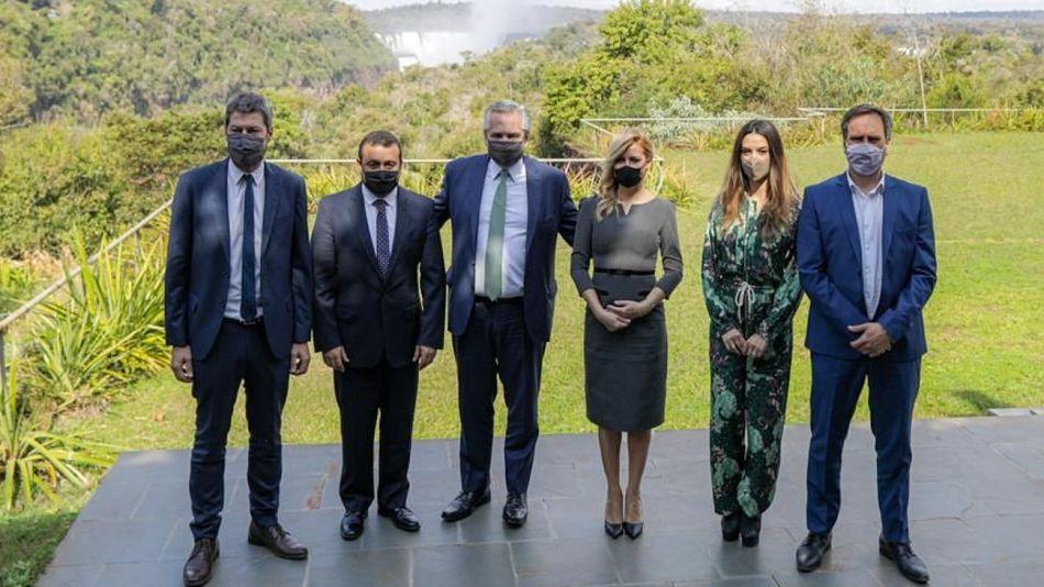 Alberto Fernández y Fabiola Yañez, junto al gobernador Herrera Aguad, Matías Lammens, Juan Cabandié y la secretaria de Promoción Turística, Yanina Martínez.