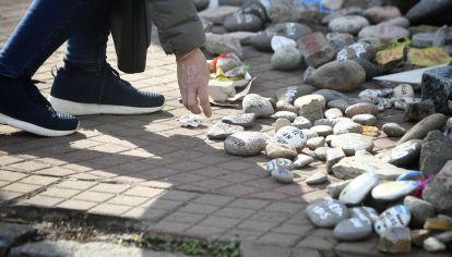 convocan a llevar una piedra a la Quinta de Olivos el 16 de agosto por cada muerto de Covid-19