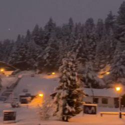 Finalmente, la nieve dijo presente en el cerro Catedral