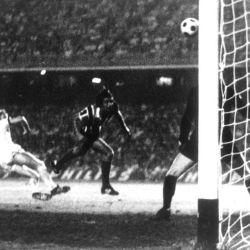 El gol de Rodolfo Fucceneco, segundo de Chacarita Juniors para el triunfo por 2 a 0 ante el Bayern Munich.