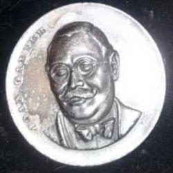 La medalla que recibieron los jugadores de Chacarita Juniors por participar en el torneo, con la imagen de Joan Gamper.