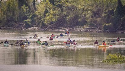 50 kayakistas partieron de Rosario hasta Ciudad de Buenos Aires por el Río Paraná por la Ley de Humedales.