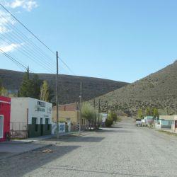 Río Mayo y sus típicas callecitas antiguas.