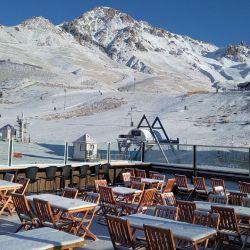 La semana pasada Las Leñas recbió una importante nevada y las autoridades municipales solicitaron abrir el centro del esquí a turistas y locales.