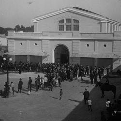 Los primeros edificios públicos.