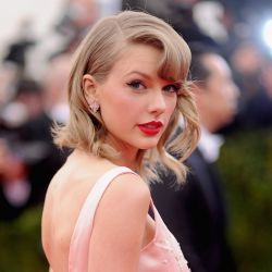 Taylor Swift debutó en TikTok y su vestido de lino se agotó de inmediato