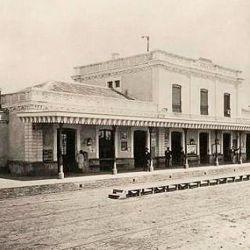 La llegada del Ferrocarril del Oeste trajo un gran crecmiento para la ciudad.