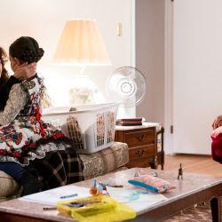 Otro de los puntos altos de la serie: el trío madre soltera-hija-abuelo.