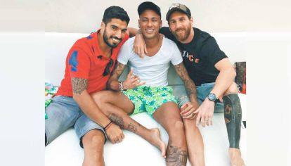 Todos para uno. Junto con sus amigos Neymar y Suárez, Leo les exige a las federaciones europeas que habiliten a los jugadores para las Eliminatorias.
