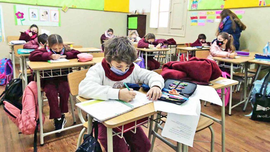 20210829_distancia_alumnos_aulas_telam_g