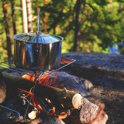 ¿Qué tipo de comida se puede preparar en un camping? ¿Con qué elementos?