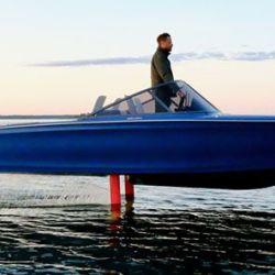 Los motores de 50 kW son muy eficientes, pero se fabrican aún más en los barcos de la firma Candela debido a su diseño con un sistema de sustentación de hidroala.