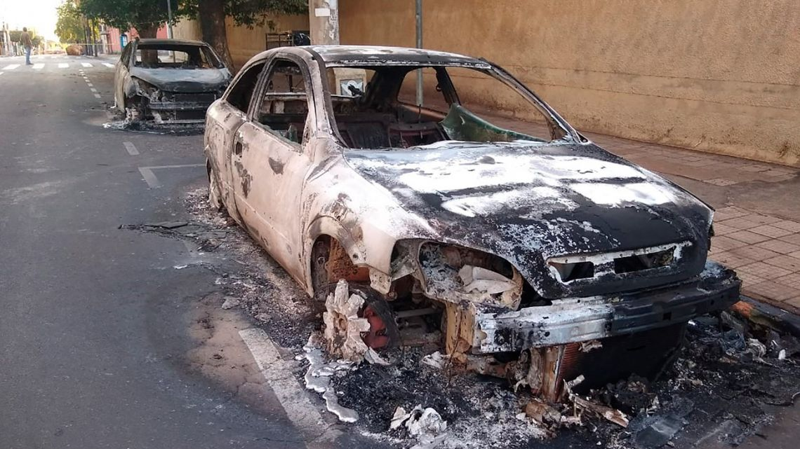 Cars burnt during a bank robbery are seen in Aracatuba, a city some 520 km from Sao Paulo, Brazil, on August 30, 2021. A heavily armed group of bank robbers wreaked havoc across the southeastern Brazilian city of Aracatuba early Monday, striking three banks, setting fire to vehicles and tying hostages to their getaway cars, in an assault that left at least three people dead, officials say.