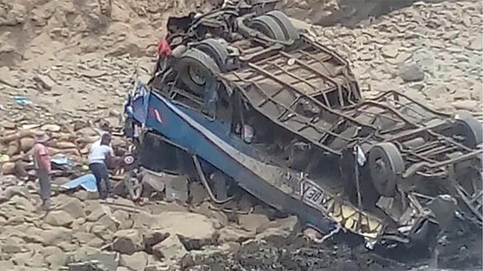 colectivo accidentado en Perú 20210831