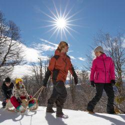 Invierno o primavera, Bariloche espera al visitante con su oferta renovada y, ahora, sin necesidad de un test negativo de coronavirus.