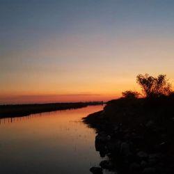 Nace y recorre la zona de grandes bañados del departamento de Salavina.