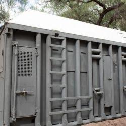 Los contenedores pesan cerca de 5 toneladas, miden 5 metros de largo por 2 de ancho, su altura es de 3,20 metros