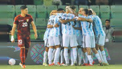 Todos juntos. El festejo en Caracas, donde Argentina jugó un gran partido, en el que hizo fácil lo difícil.