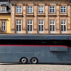 Montado a partir de un chasis de Mercedes Benz, tanto el interior como el exterior se destaca por un diseño minimalista.