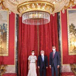 Letizia Ortiz usó un vestido de su suegra de 1981 con giros actuales