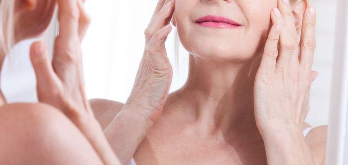 Mujeres mayores a 50: los beneficios de usar crema facial con Vitamina E
