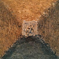 La Gran Pirámide de Giza fue construida, hace unos 4.600 años, con ladrillos de piedra cementados con montero.