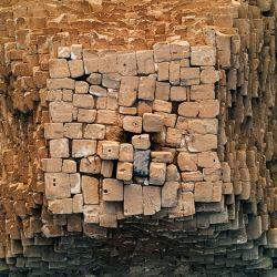La pirámide mide 138 metros de altura lo que la llevó a ser la construcción más alta del mundo durante 3.000 años.