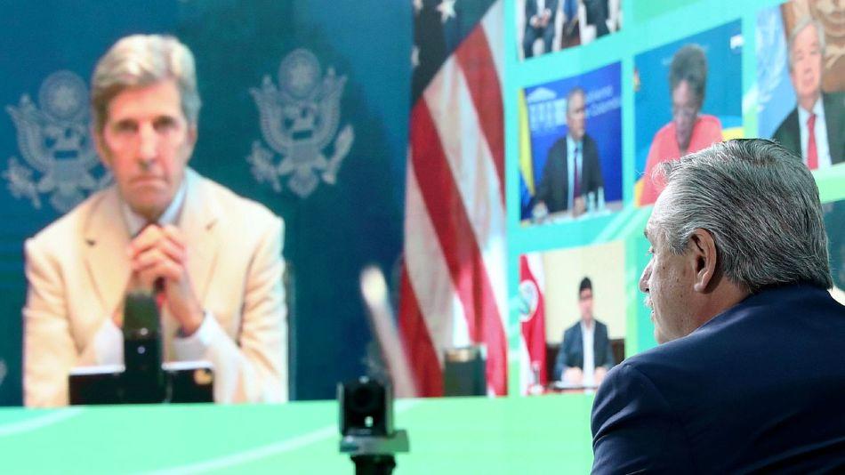 Alberto Fernández frente a John Kerry en la Cumbre Latinoamericana sobre Cambio Climático