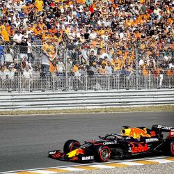 El piloto holandés de Red Bull, Max Verstappen, conduce su coche en el circuito de Zandvoort durante la segunda sesión de entrenamientos libres del Gran Premio de Holanda de Fórmula Uno en Zandvoort. | Foto:Vincent Jannink / ANP / AFP
