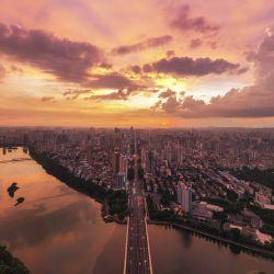Vista aérea del resplandor del atardecer en Nanning, en la región autónoma de la etnia zhuang de Guangxi, en el sur de China. | Foto:Xinhua / Cao Yiming