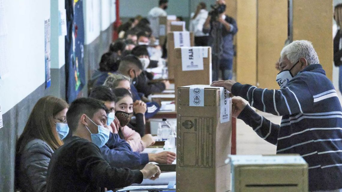 Voters will go to the polls on Sunday for Argentina's PASO primaries.