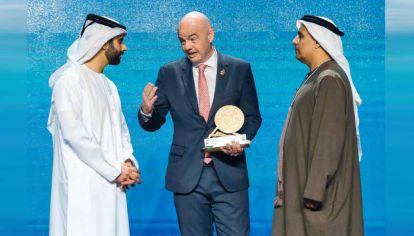 Socios. Infantino tiene el apoyo de Qatar, dueño del PSG y organizador del próximo Mundial. Sin embargo, UEFA, Conmebol y las ligas europeas lo enfrentan.
