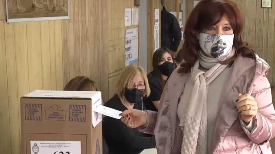 20210912 Cristina Kirchner emitió su voto