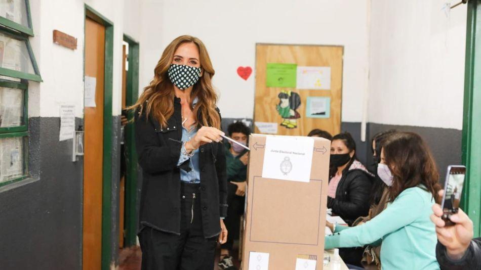 20210912 Votó Victoria Tolosa Paz en Gonnet
