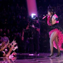 Camila Cabello actúa en el escenario durante los MTV Video Music Awards 2021 en el Barclays Center en el barrio de Brooklyn de la ciudad de Nueva York.   Foto:Theo Wargo / Getty Images for MTV / ViacomCBS / AFP
