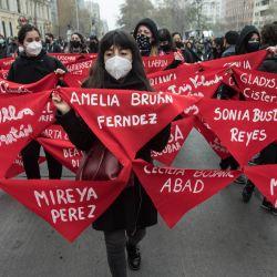 Personas participan una marcha en el marco de la conmemoración del 48 aniversario del golpe de Estado de 1973, en Santiago, capital de Chile.   Foto:Xinhua / Jorge Villegas