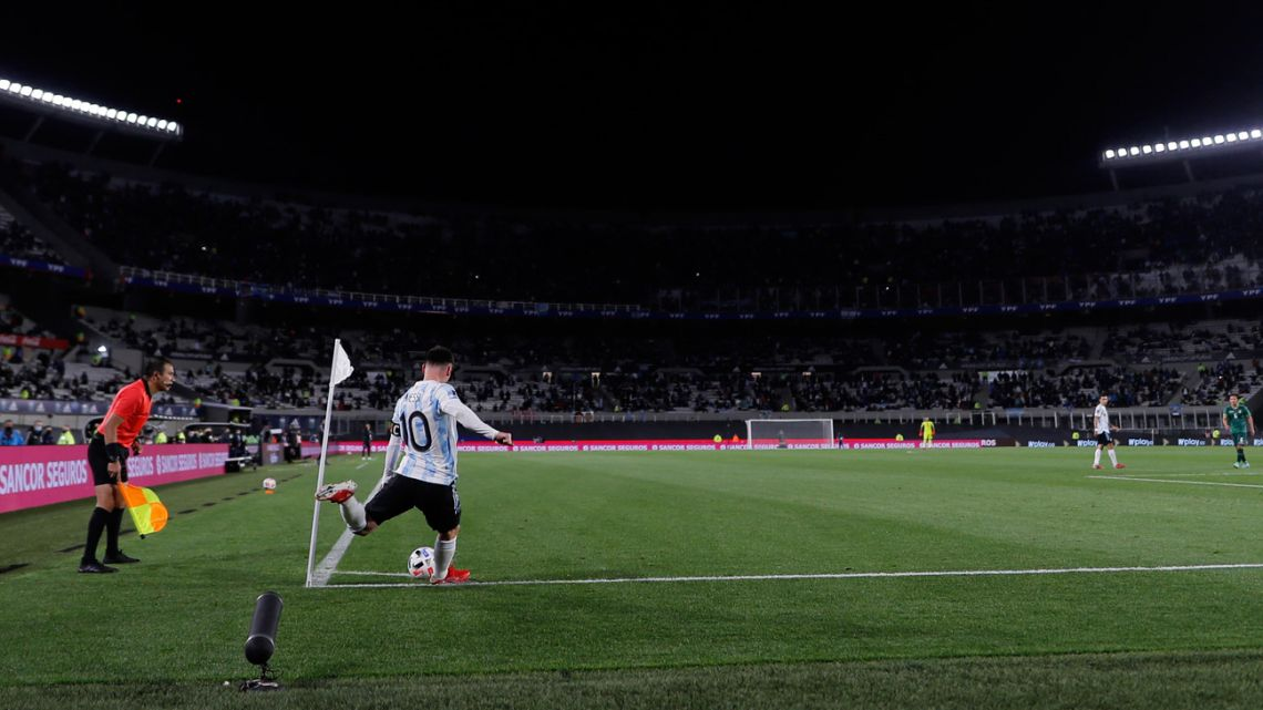 Argentina's Lionel Messi fires in a corner kick during the South American qualification football match for the FIFA World Cup Qatar 2022 at the Monumental Stadium in Buenos Aires on September 9, 2021.