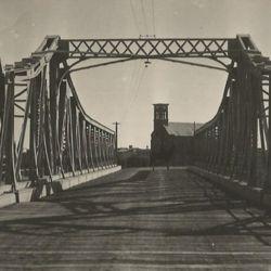 El viejo puente sobre el río Chubut.