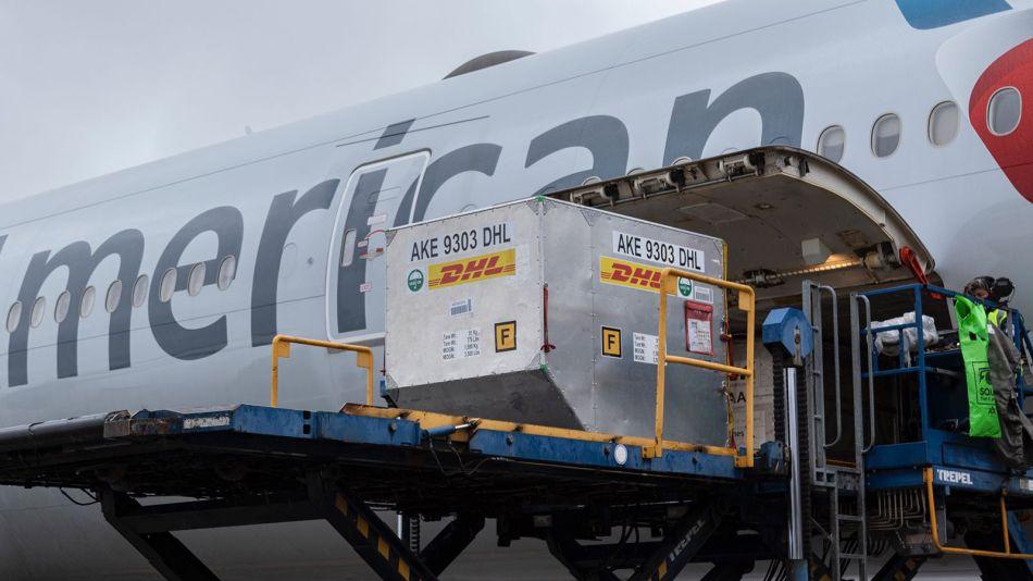 llegada de vacunas Pfizer en vuelo de American Airlines