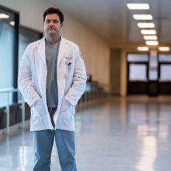 Joshua Jakson en la piel de Dr. Death.