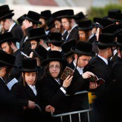 Hombres y niños judíos ultraortodoxos realizan el ritual  | Foto:Jack Guez / AFP