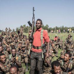 Un soldado de las Fuerzas de Defensa Nacional de Etiopía (ENDF) gesticula durante una sesión de entrenamiento en el campo de Dabat, a 70 kilómetros al noreste de la ciudad de Gondar, en Etiopía. | Foto:Amanuel Sileshi / AFP
