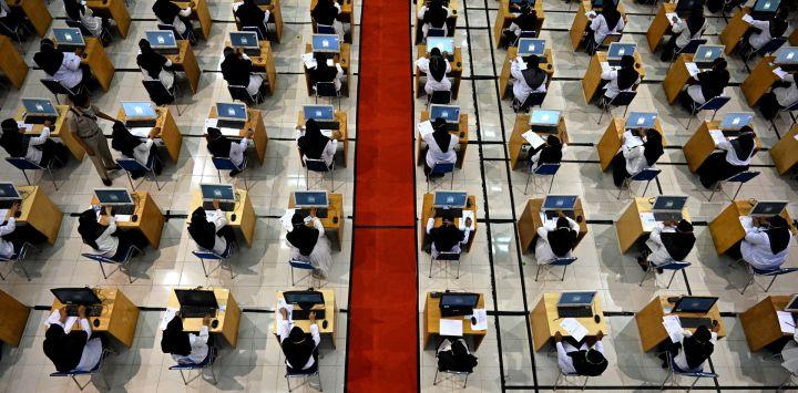 Candidatos a funcionarios del Estado realizan una prueba en Banda Aceh.