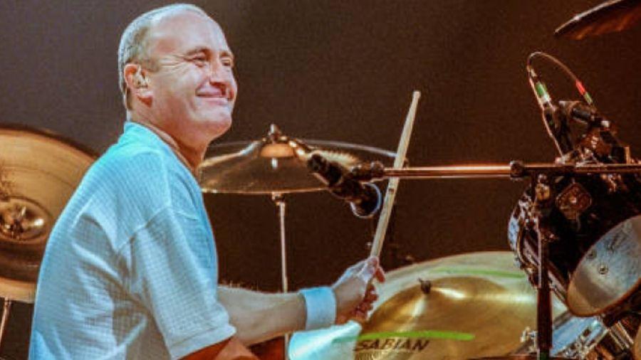 Phil años atrás, ahora, en su lugar, la batería durante esta nueva gira de Genesis, lo ocupará su hijo Nicholas