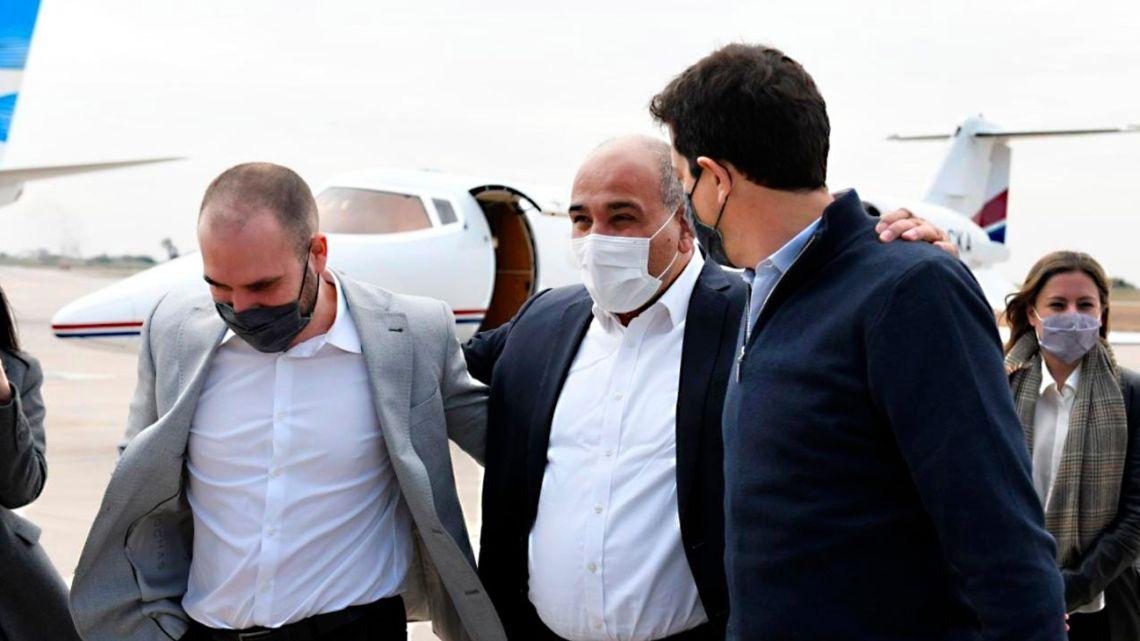 Governor Juan Manzur (centre) welcomes Interior Minister Eduardo 'Wado' de Pedro and Economy Minister Martín Guzmán at an airport in Tucumán Province.